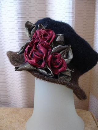 Lisa360_Dec_08_hats_flowers_041